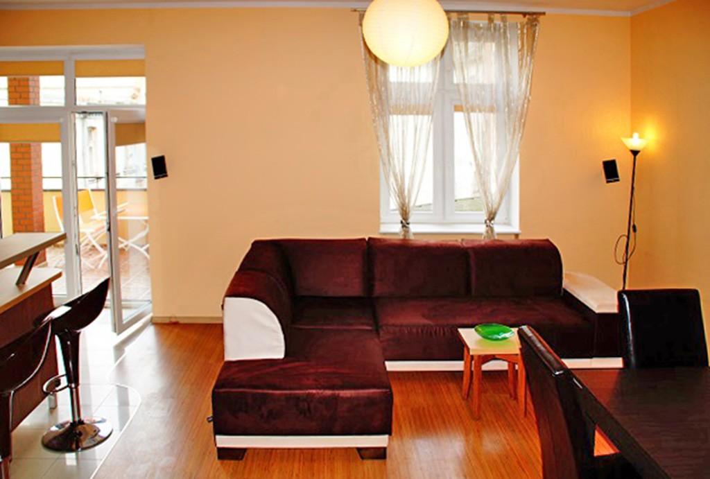 na zdjęciu fragment salonu z innej perspektywy w apartamencie w Słupsku na wynajem