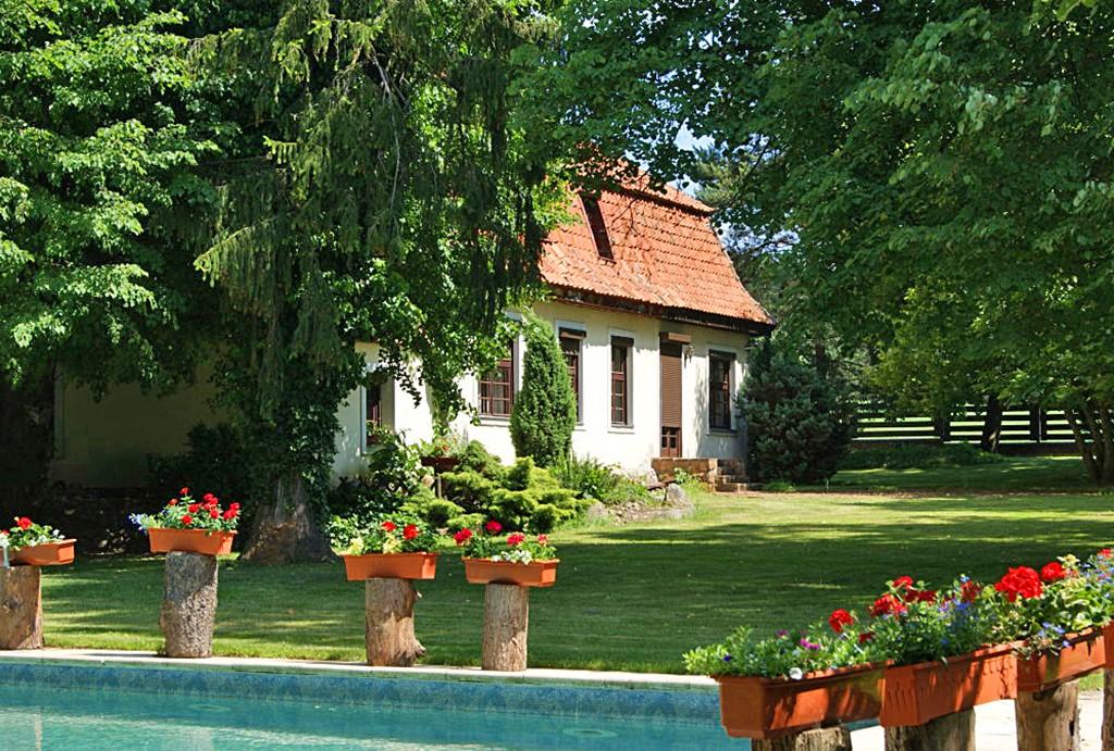 pięknie zagospodarowana działka z basenem w willi do sprzedaży na Mazurach