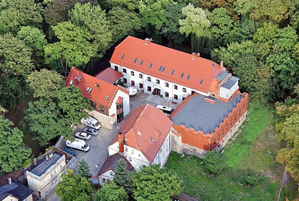 rzut z lotu ptaka na pałac do sprzedaży w województwie lubuskim