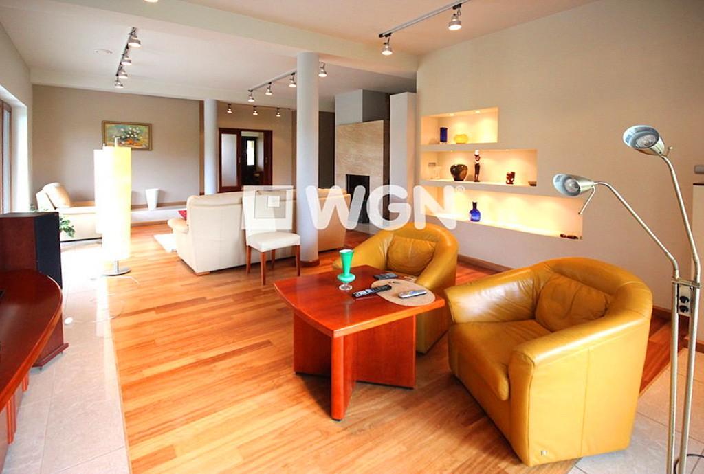 na zdjęciu salon w luksusowej willi do sprzedaży w Szczecinie