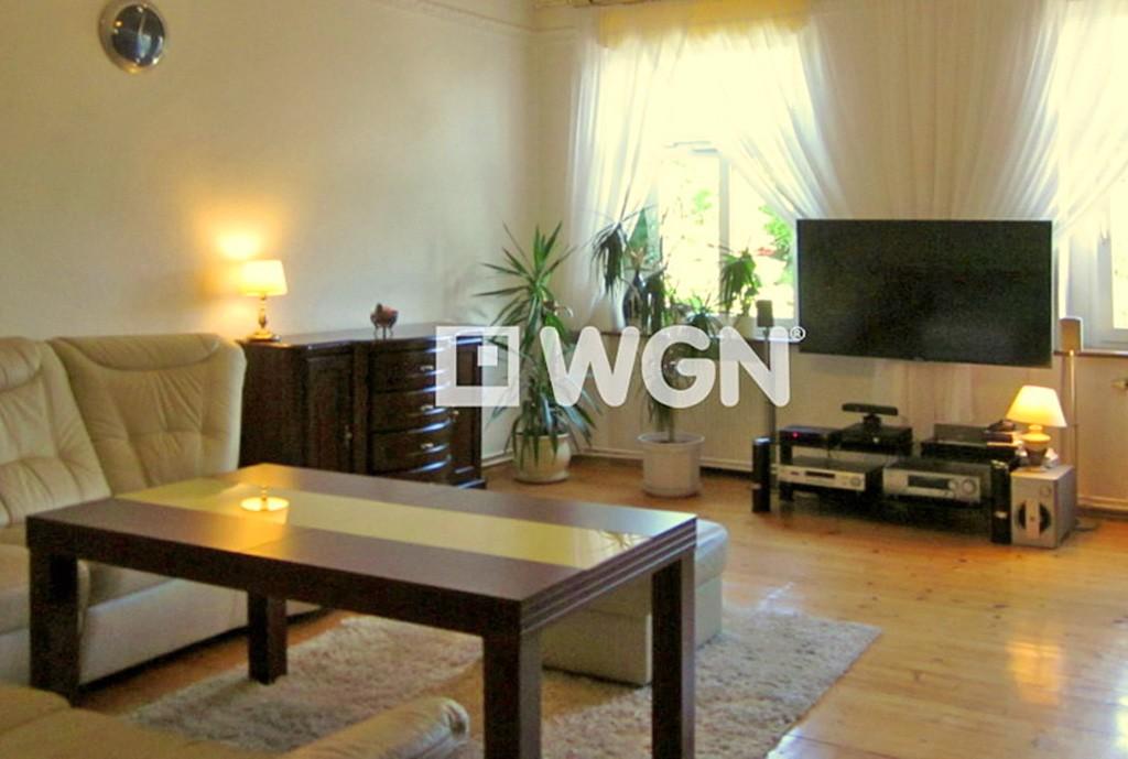 na zdjęciu salon w luksusowym apartamencie do sprzedaży w Legnicy