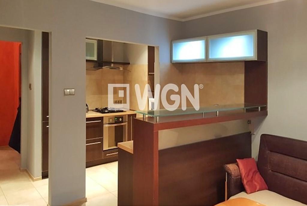 na zdjęciu nowoczesny aneks kuchenny w apartamencie do sprzedaży w Rudzie Śląskiej