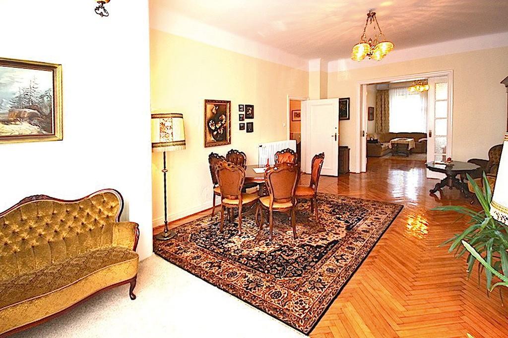 na zdjęciu salon w apartamencie willowym do wynajęcia w Szczecinie