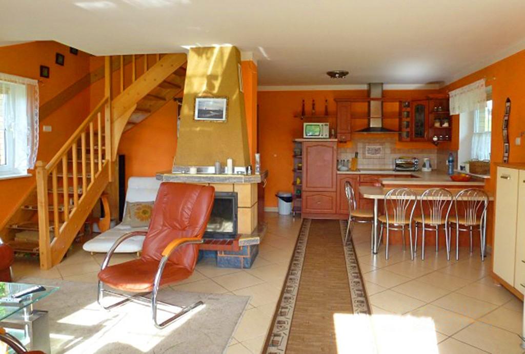 zdjęcie przedstawia salon w willi do wynajęcia w Kwidzynie
