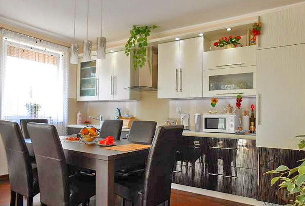 zdjęcie przedstawia ekskluzywnie wyposażony aneks kuchenny w apartamencie do wynajęcia w Gorzowie Wielkopolskim