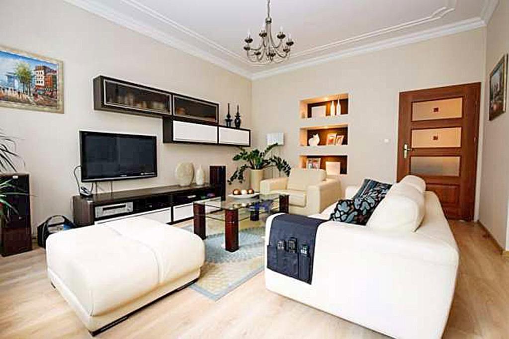 na zdjęciu luksusowy salon w apartamencie do wynajęcia w Szczecinie