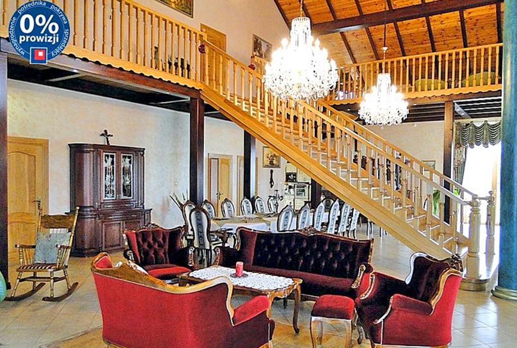 na zdjęciu wnętrze luksusowej posiadłości na sprzedaż w okolicach Gdańska
