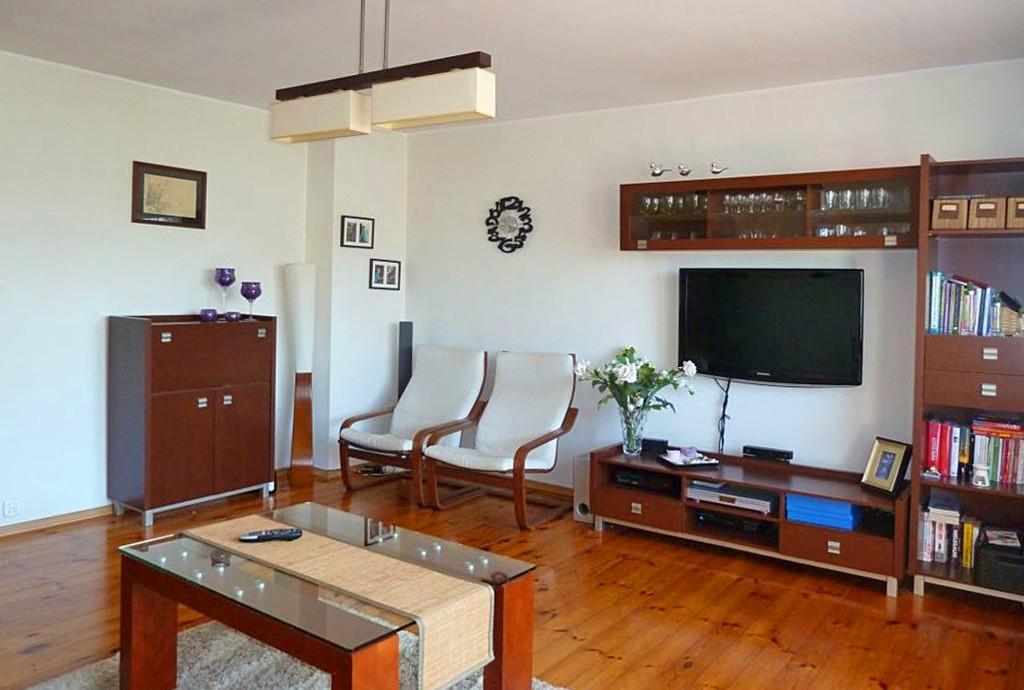 zdjęcie przedstawia luksusowy salon w ekskluzywnym apartamencie do sprzedaży w Szczecinie