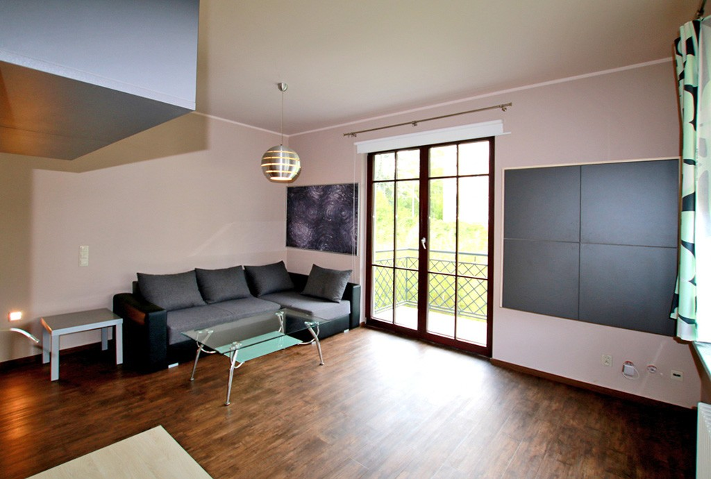 zdjęcie przedstawia luksusowy salon w apartamencie do wynajęcia w Szczecinie