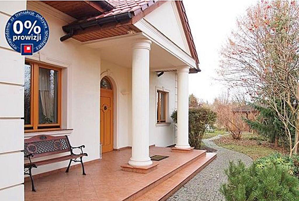 widok od frontu na luksusowy dwór do sprzedaży w Szczecinie