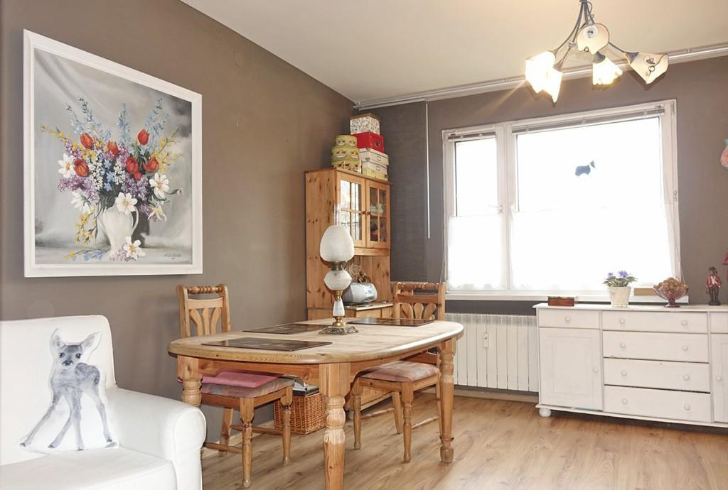 na zdjęciu fragment salonu w luksusowym apartamencie do sprzedaży w okolicach Katowic