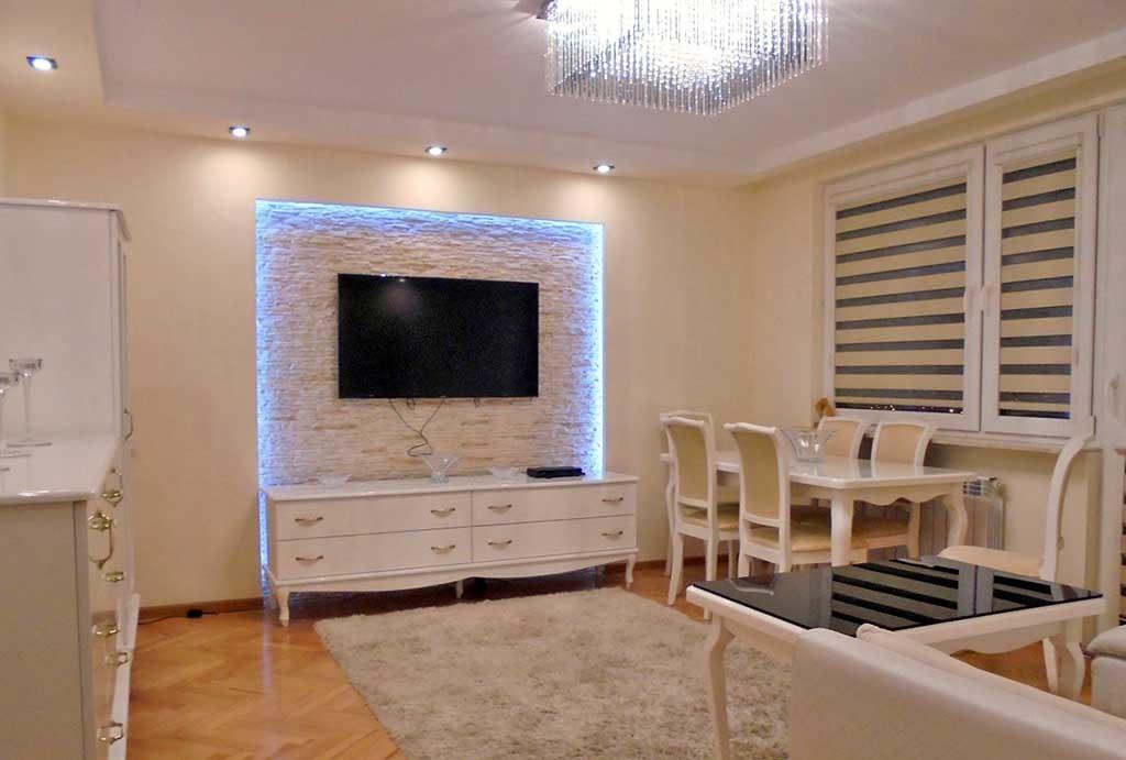 na zdjęciu ekskluzywny salon w apartamencie na sprzedaż w Radomiu