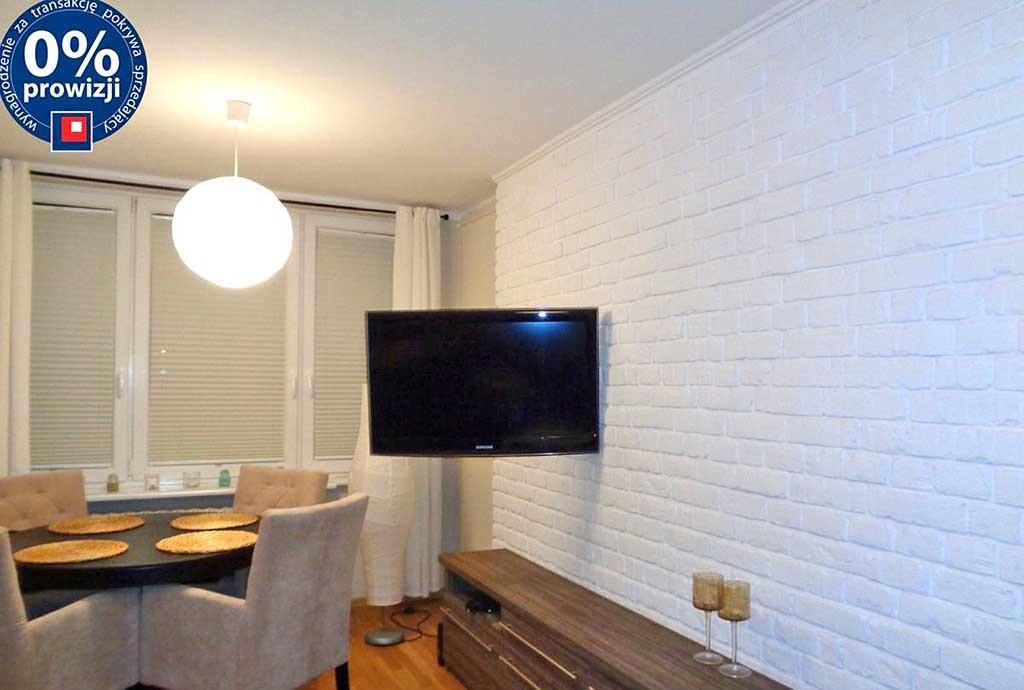 na zdjęciu luksusowo wyposażony salon w apartamencie do sprzedaży w Olsztynie
