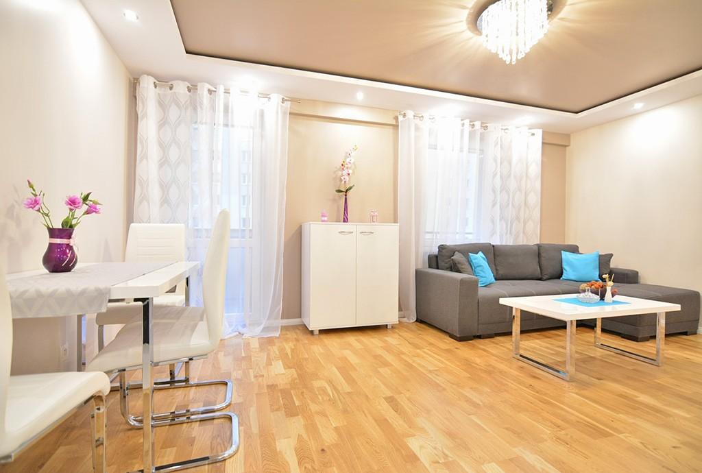 na zdjęciu salon w ekskluzywnym apartamencie do sprzedaży w Białymstoku