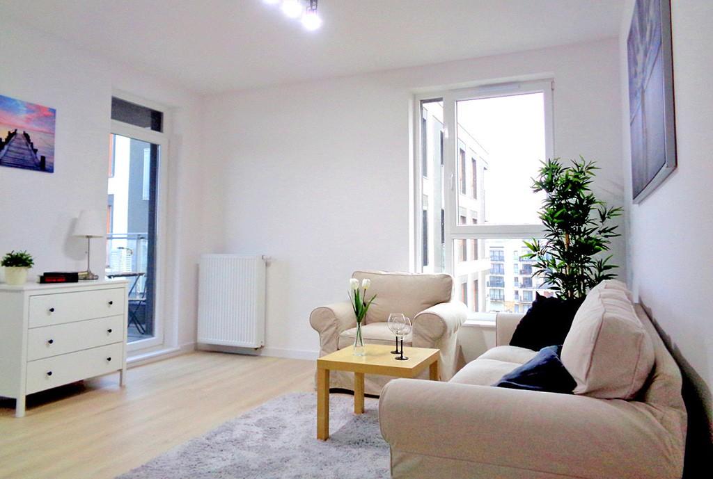 widok na ekskluzywny salon w apartamencie do sprzedaży na Mazurach