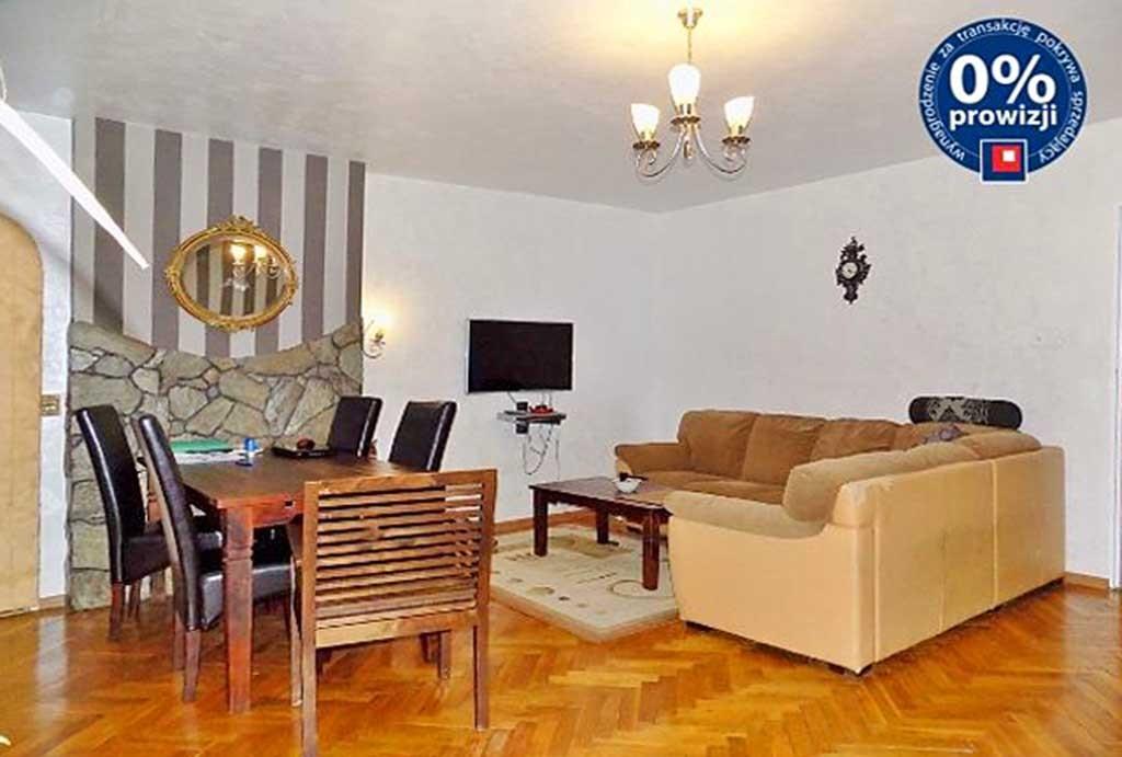 na zdjęciu salon w luksusowej willi do sprzedaży w Głogowie