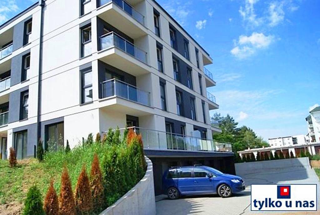 na zdjęciu apartamentowiec w okolicy Poznania, w którym znajduje się oferowany na sprzedaż apartament