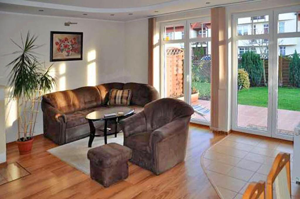 na zdjęciu salon w apartamencie do wynajmu w okolicy Szczecina