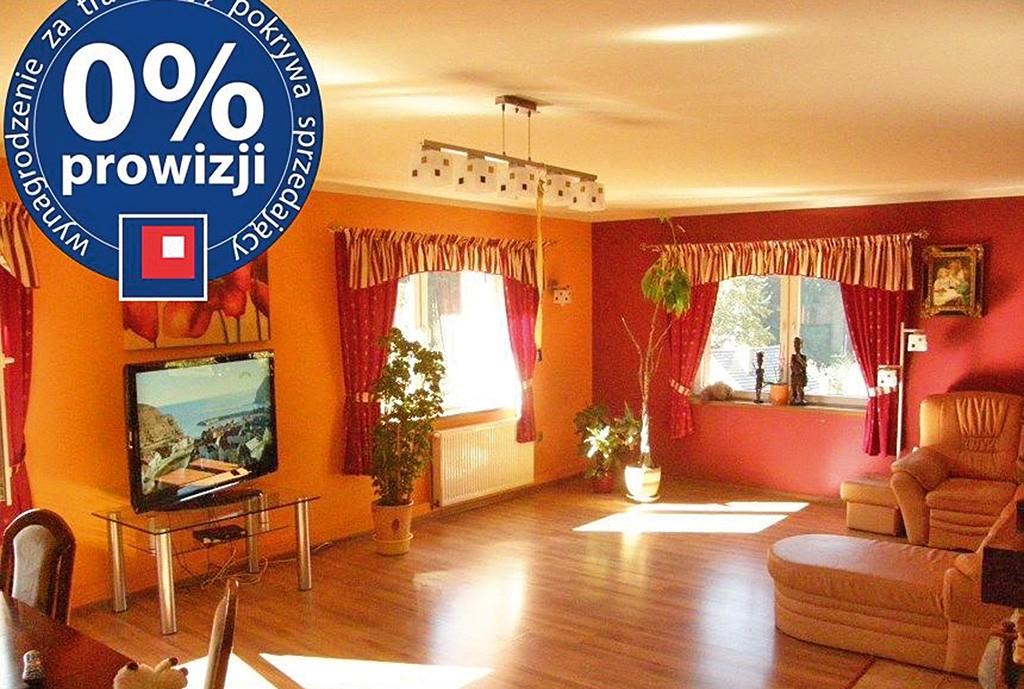 na zdjęciu salon w luksusowej willi na sprzedaż w okolicy Wałbrzycha