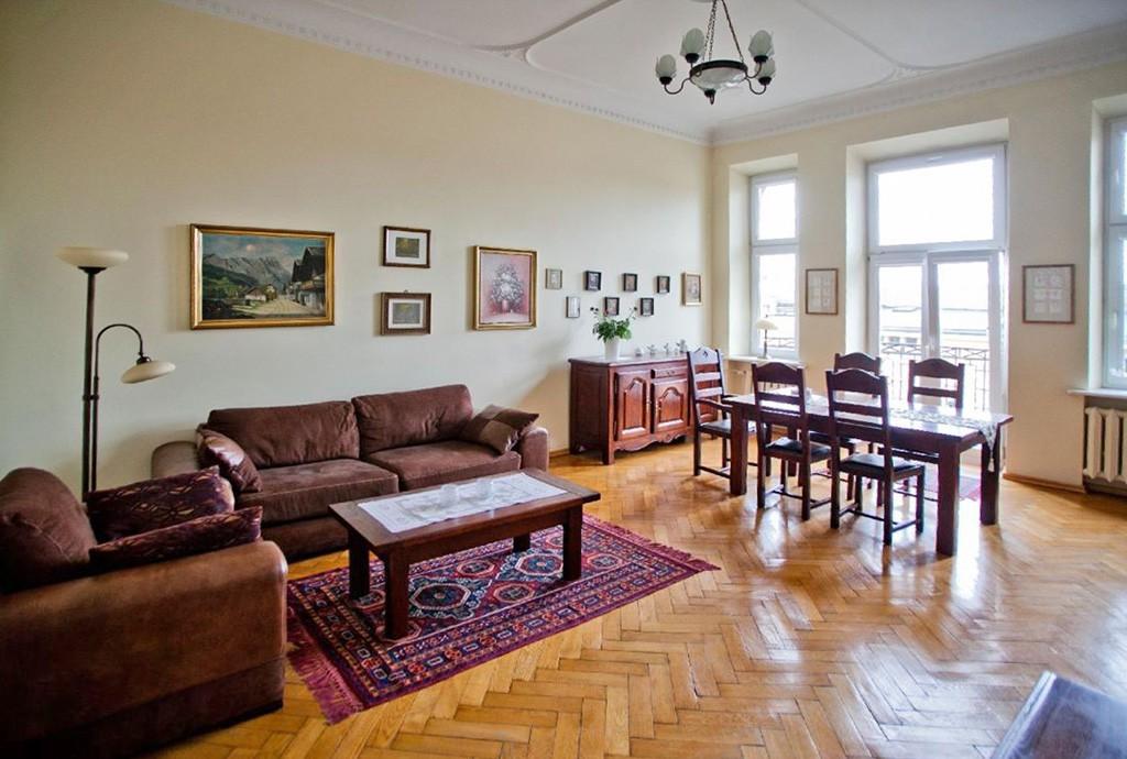 na zdjęciu luksusowy salon w ekskluzywnym apartamencie do sprzedaży w Łodzi