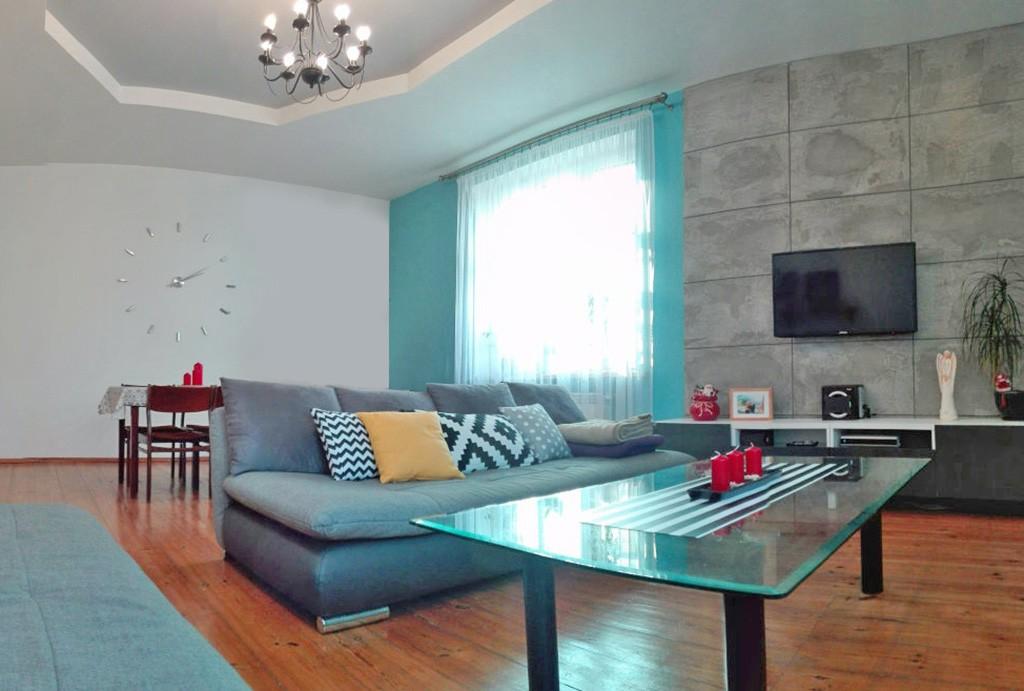 na zdjęciu ekskluzywny salon w apartamencie do sprzedaży w Chorzowie