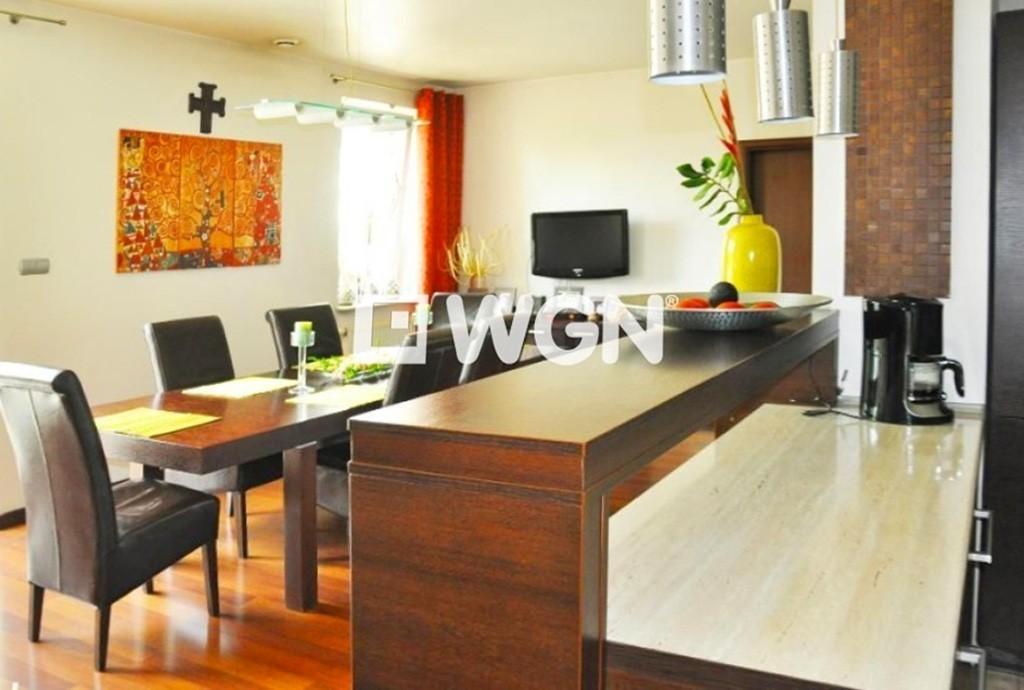 widok na prestiżowym salon w apartamencie do sprzedaży w Katowicach