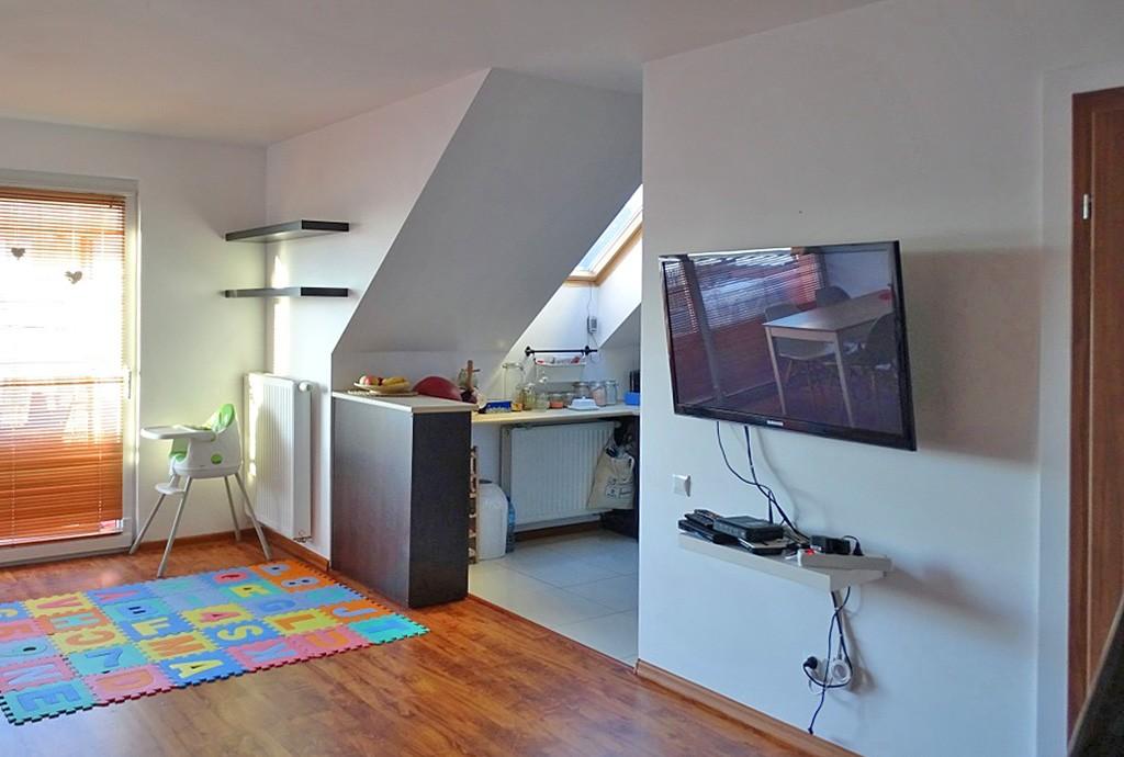 zdjęcie prezentuje ekskluzywny salon w luksusowym apartamencie do sprzedaży w Szczecinie