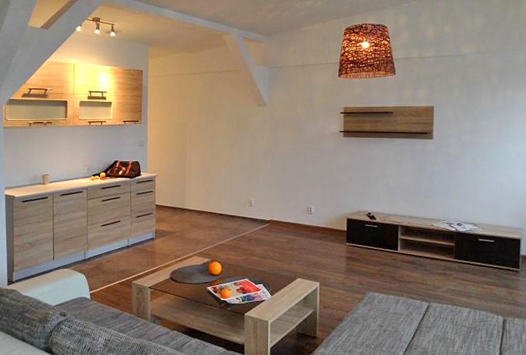 na zdjęciu luksusowy salon w ekskluzywnym apartamencie do sprzedaży w Szczecinie