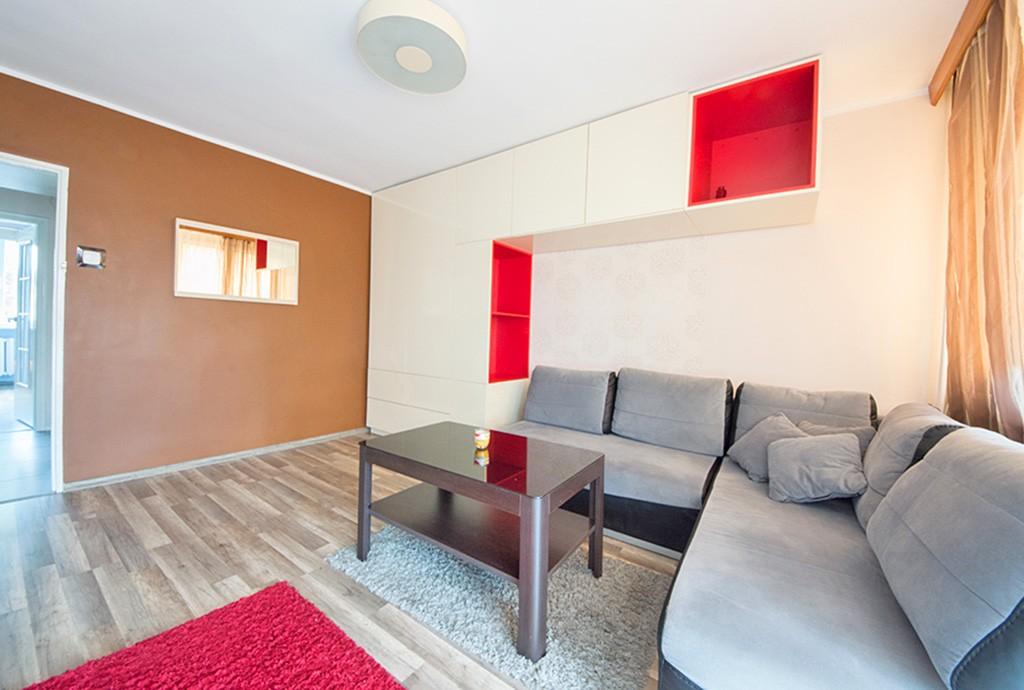 zdjęcie prezentuje nowoczesny, dizajnerski salon w apartamencie do sprzedaży w Szczecinie