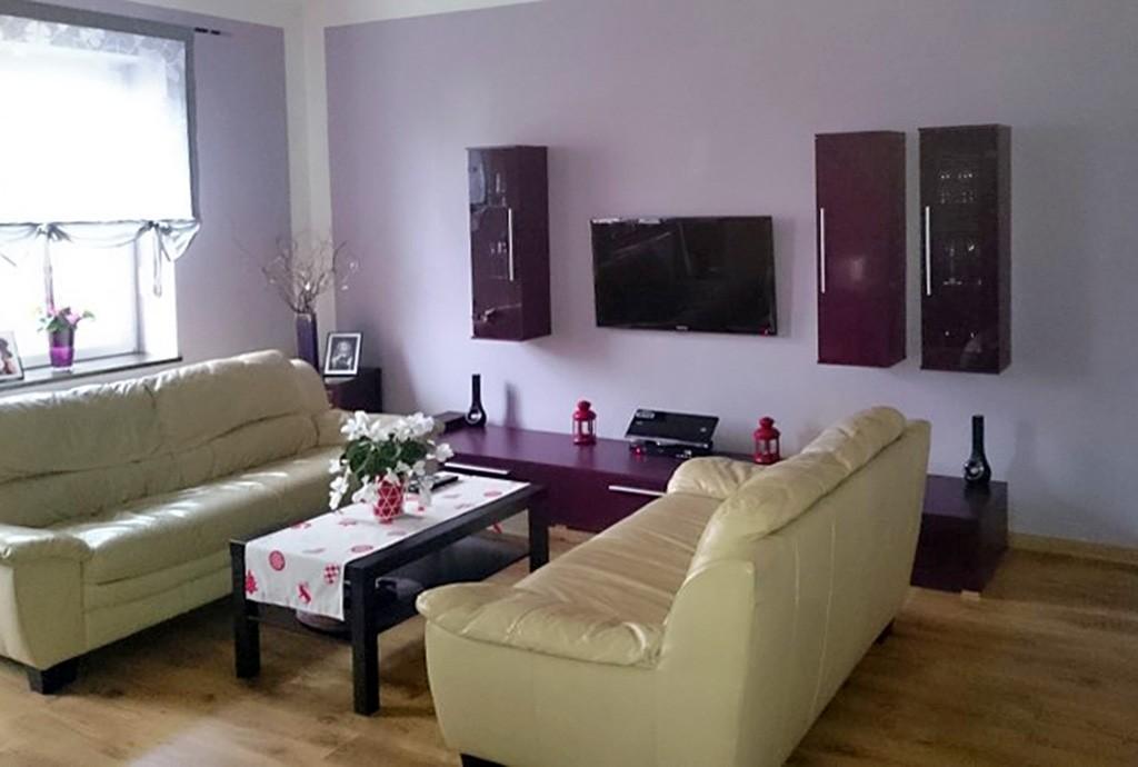 na zdjęciu luksusowy salon w ekskluzywnym apartamencie do sprzedaży w okolicy Wrocławia