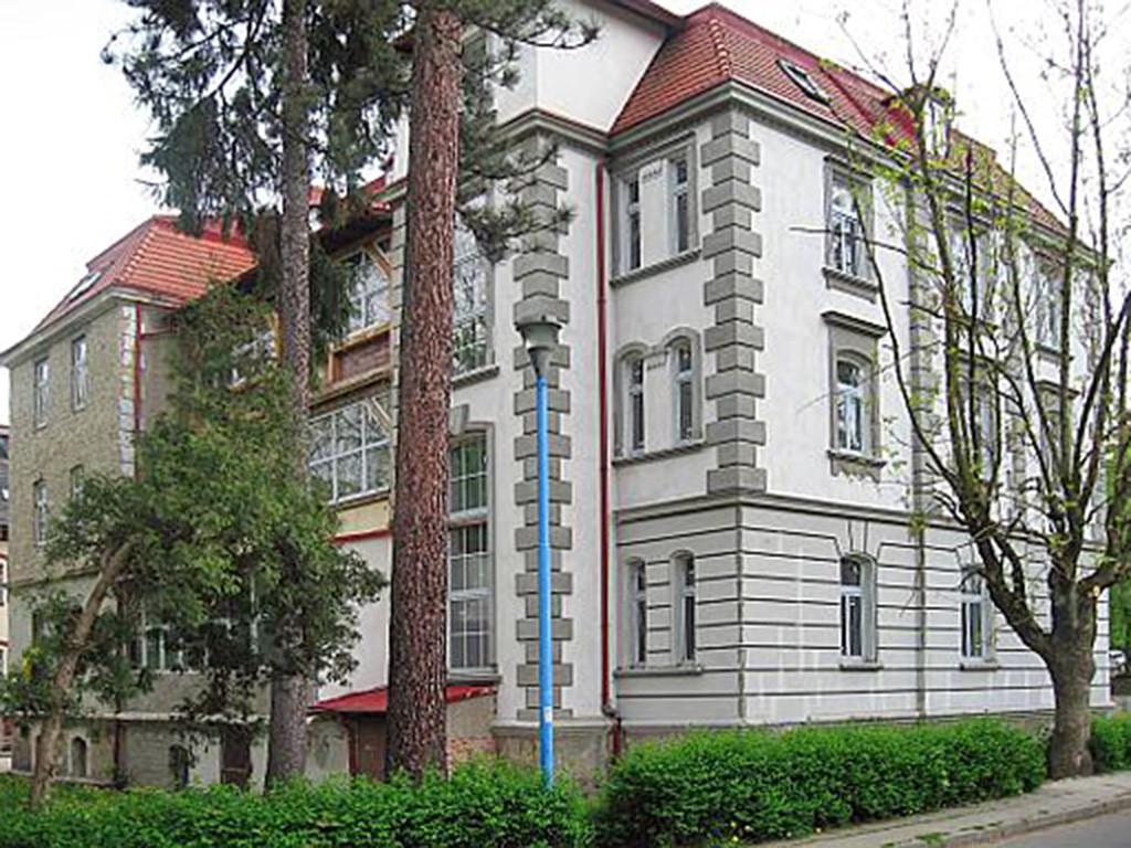 na zdjęciu reprezentacyjna, luksusowa willa do sprzedaży w Kudowie-Zdroju