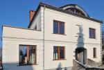 widok od frontu na luksusową willę do sprzedaży w Szczecinie