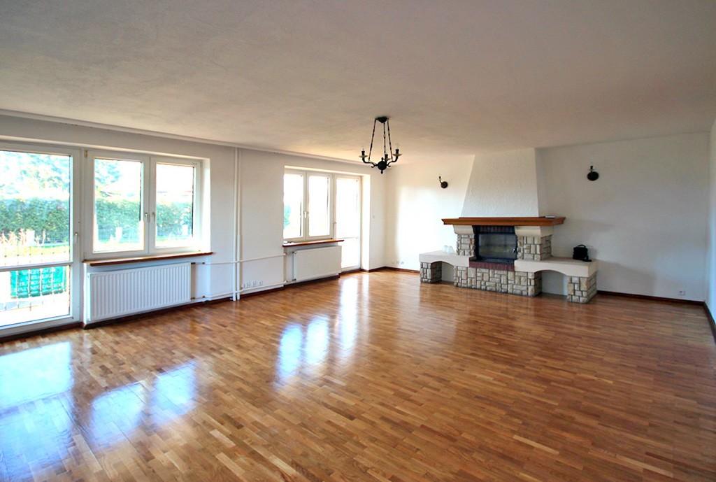 zdjęcie przedstawia luksusowe wnętrze ekskluzywnej willi do wynajęcia w Szczecinie