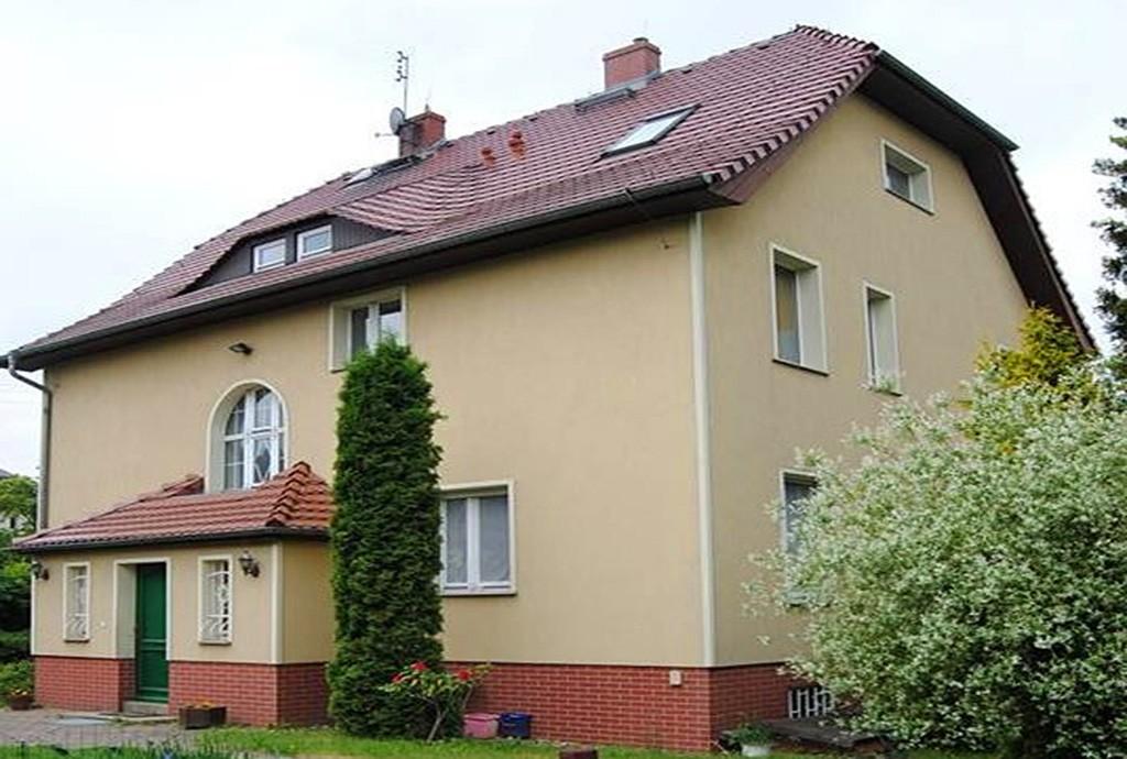 widok od strony ogrodu na luksusową willę do sprzedaży w Zgorzelcu