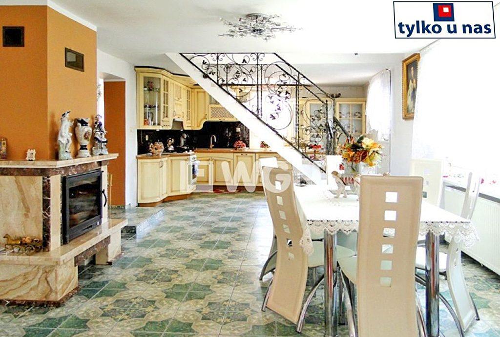 widok na luksusowe wnętrze ekskluzywnej willi do sprzedaży w Inowrocławiu
