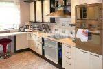 widok na nowocześnie urządzoną kuchnię w luksusowej willi w Katowicach na sprzedaż