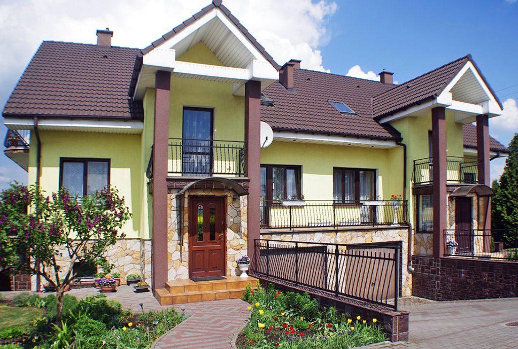 front luksusowej willi do sprzedaży w okolicy Grudziądza
