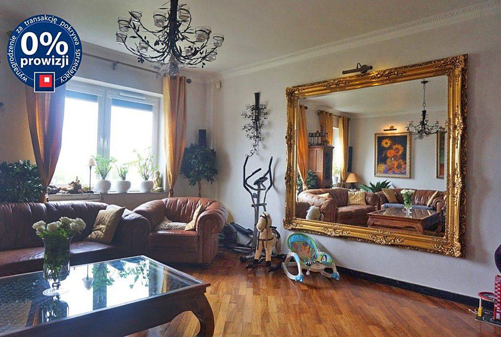 na zdjęciu stylowy salon w luksusowym apartamencie do sprzedaży we Wrocławiu