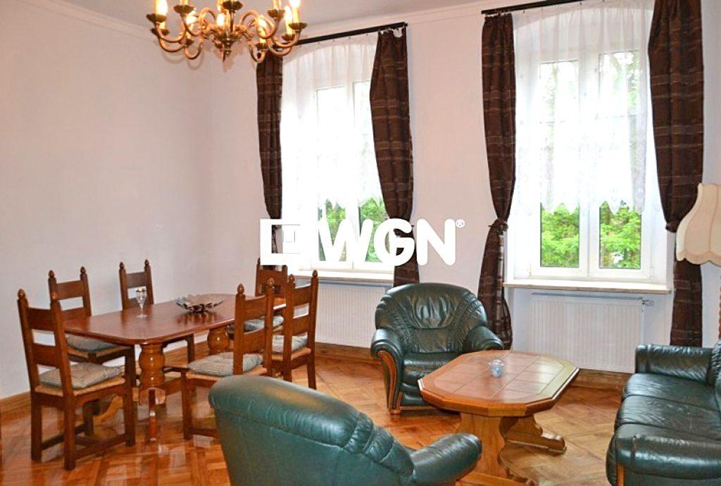 zdjęcie przedstawia salon w luksusowym apartamencie do wynajmu w Sosnowcu