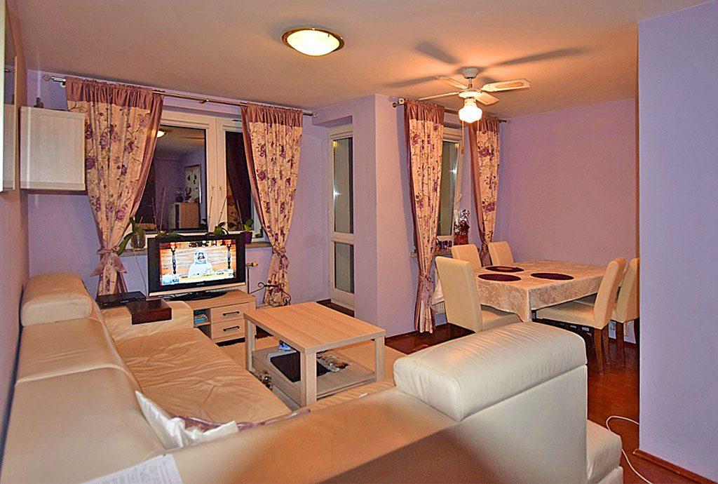 na zdjęciu salon w luksusowym apartamencie na sprzedaż w Białymstoku