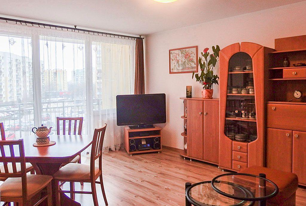 na zdjęciu salon w luksusowym apartamencie do sprzedaży we Wrocławiu