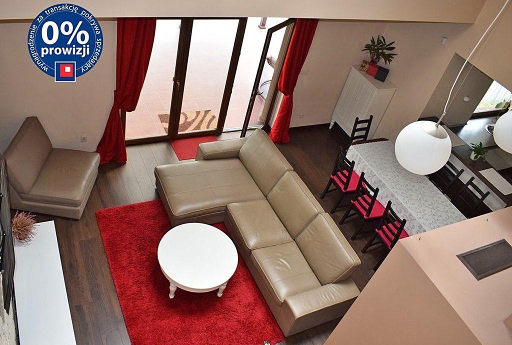 widok z góry na ekskluzywny salon w luksusowej willi do sprzedaży w Ostrowie Wielkopolskim