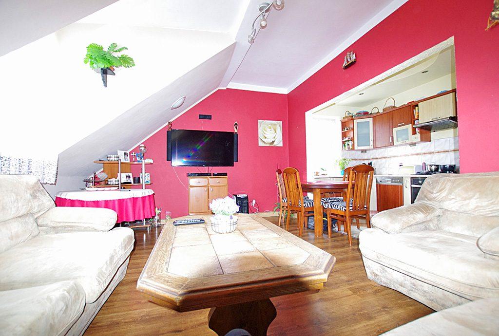 luksusowy salon w ekskluzywnym apartamencie do sprzedaży w okolicy Legnicy