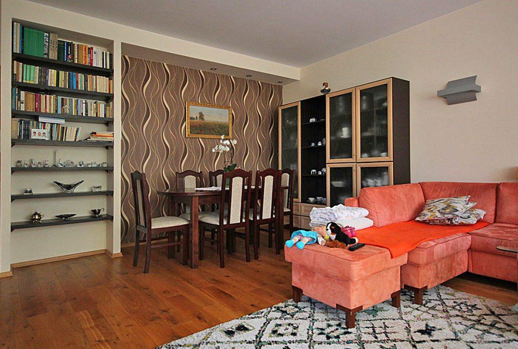 zdjęcie prezentuje komfortowe wnętrze luksusowego apartamentu na wynajem w Szczecinie