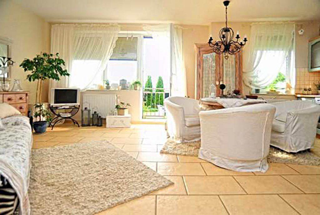 ekskluzywny salon w luksusowym apartamencie do wynajęcia w okolicach Szczecina