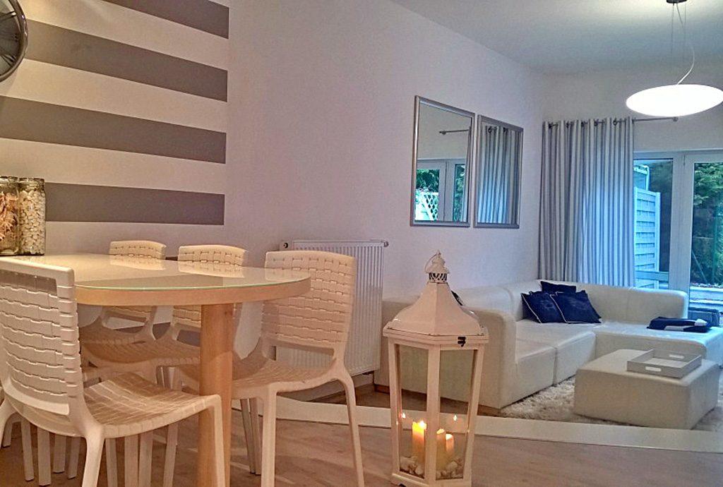 komfortowy salon w luksusowej willi do sprzedaży nad morzem