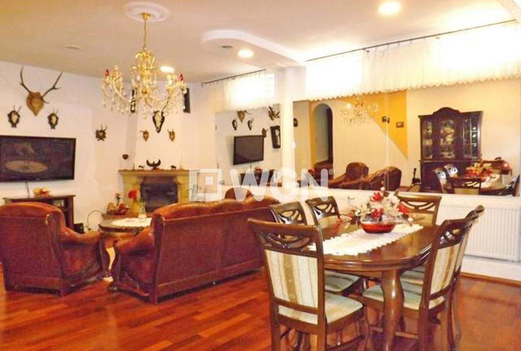 stylowy salon w ekskluzywnej willi do sprzedaży w Słupsku