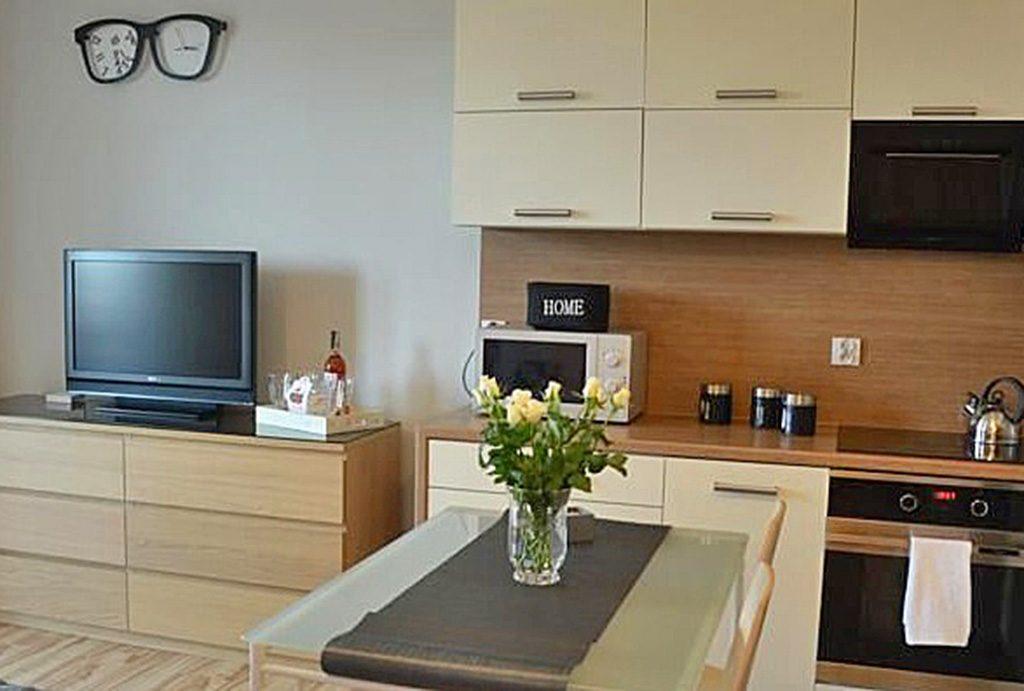 komfortowy salon znajdujący się w luksusowym apartamencie do sprzedaży w Białymstoku