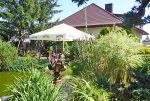 widok od strony ogrodu na luksusową willę na sprzedaż w Piotrkowie Trybunalskim