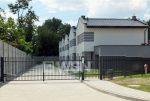 zdjęcie przedstawia fragment osiedla w okolicach Katowic, na którym znajduje się luksusowy apartament na sprzedaż